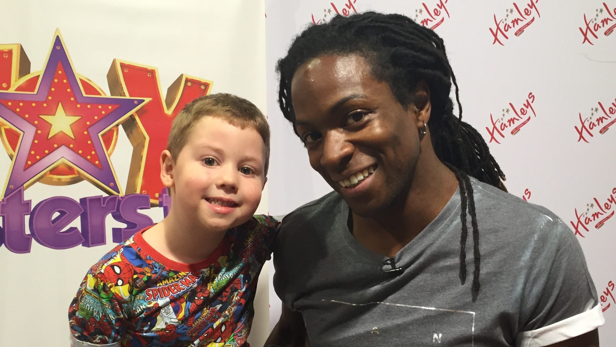 Nigel meets a fan on the Toytesters.tv Tour in Manchester 2015